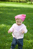 Het meisje van de baby openlucht royalty-vrije stock fotografie
