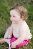 Het meisje van de baby in park Royalty-vrije Stock Afbeeldingen