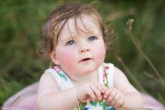 Het meisje van de baby in park Stock Foto