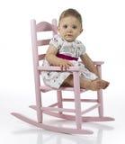 Het meisje van de baby in schommelstoel Stock Foto