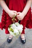 Het Meisje van de bloem in een Rode Kleding Stock Foto