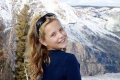 Het meisje van de blonde in de sneeuw Stock Fotografie