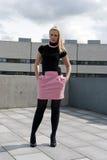 Het meisje van de blonde het stellen Royalty-vrije Stock Fotografie