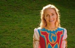 Het meisje van de blonde in Keltisch kostuum Stock Fotografie