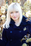 Het meisje van de blonde in matroos in openlucht Stock Fotografie