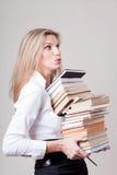 Het meisje van de blonde met boeken Stock Afbeeldingen