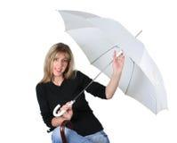 Het meisje van de blonde met een paraplu Stock Afbeeldingen