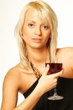 Het meisje van de blonde met glas wijn Stock Fotografie