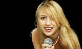 Het meisje van de blonde met naakte schouders Stock Afbeeldingen