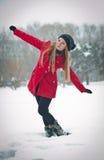 Het meisje van de blonde met rode laag in de wintersneeuw Royalty-vrije Stock Foto's