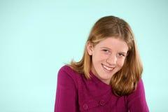 Het meisje van de blonde met sproeten in studio royalty-vrije stock afbeelding