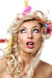 Het meisje van de blonde met veren Stock Afbeeldingen