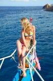 Het meisje van de blonde op jacht stock foto's