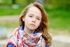 Het meisje van de blonde in openlucht Royalty-vrije Stock Afbeeldingen