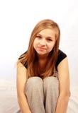 Het meisje van de blonde in studio het plaatsen Stock Afbeelding