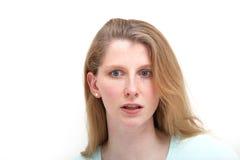 Het meisje van de blonde wijd eyed bij recent nieuws Royalty-vrije Stock Afbeelding