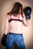 Het meisje van de bokser met bokserhandschoenen Stock Foto