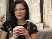 Het meisje van de Coffewinkel Stock Afbeelding