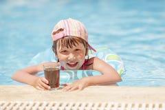 Het meisje van de de zomervakantie stock foto