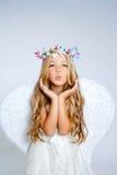 Het meisje van de engel het blazen uitdrukking Stock Afbeelding