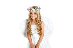 Het meisje van de engel met vleugels en kroon Stock Afbeeldingen