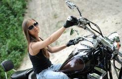 Het meisje van de fietser stock foto's