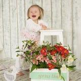 Het meisje van de gelachbaby met Benedensyndroom Stock Foto