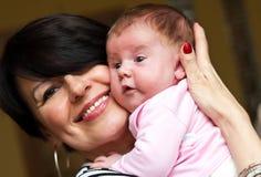 Het meisje van de grootmoeder en van de baby stock fotografie