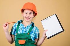 Het meisje van de jong geitjebouwer Bouw uw toekomst zelf Van de het meisjesbouwvakker van het initiatiefkind de bouwersarbeider  royalty-vrije stock afbeelding