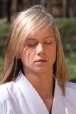 Het meisje van de karate - meditatie Stock Foto