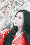 Het meisje van de kimono in de lente royalty-vrije stock foto's