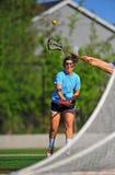Het meisje van de lacrosse dat aan doel is ontsproten Stock Foto's