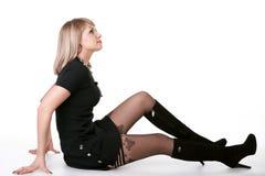 Het meisje van de manier het stellen op een vloer Stock Afbeelding