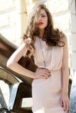 Het meisje van de manier met lang haar en rode lippen Royalty-vrije Stock Foto