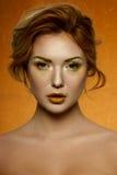 Het Meisje van de manierschoonheid met gouden Make-up stock foto