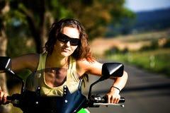 Het meisje van de motorfiets royalty-vrije stock foto