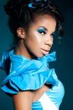 Het meisje van de mulat op blauw Royalty-vrije Stock Afbeeldingen