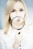 Het meisje van de pret met loupe Stock Fotografie