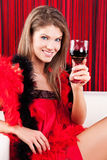 Het meisje van de schoonheid met een glas rode wijn Royalty-vrije Stock Fotografie
