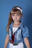 Het meisje van de schoonheid met wit lint Stock Afbeelding