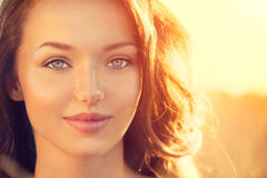Het meisje van de schoonheid in openlucht Stock Foto