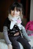 Het meisje van de schoonheid in witte sjaal Stock Fotografie