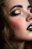 Het meisje van de slaapschoonheid met rokerige ogen Royalty-vrije Stock Afbeeldingen