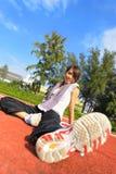 Het meisje van de sport op sportgebied Stock Foto