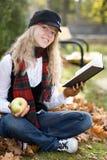 Het meisje van de student met een boek in a Royalty-vrije Stock Afbeelding