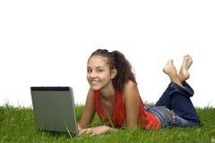 Het meisje van de tiener bij laptop royalty-vrije stock foto's