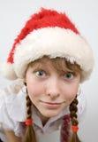 Het meisje van de tiener in de hoed van de Kerstman Royalty-vrije Stock Foto