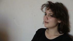 Het meisje van de tiener in depressie stock videobeelden