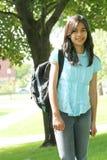 Het meisje van de tiener klaar voor school stock afbeelding