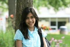 Het meisje van de tiener klaar voor school stock foto